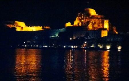 Vista della Fortezza Antica di sera.