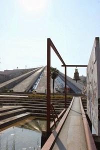 Campana della pace e piramide di Hoxha