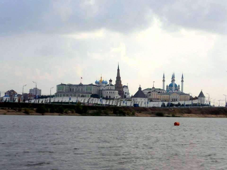 Il Cremlino di Kazan' dal fiume Kazanka