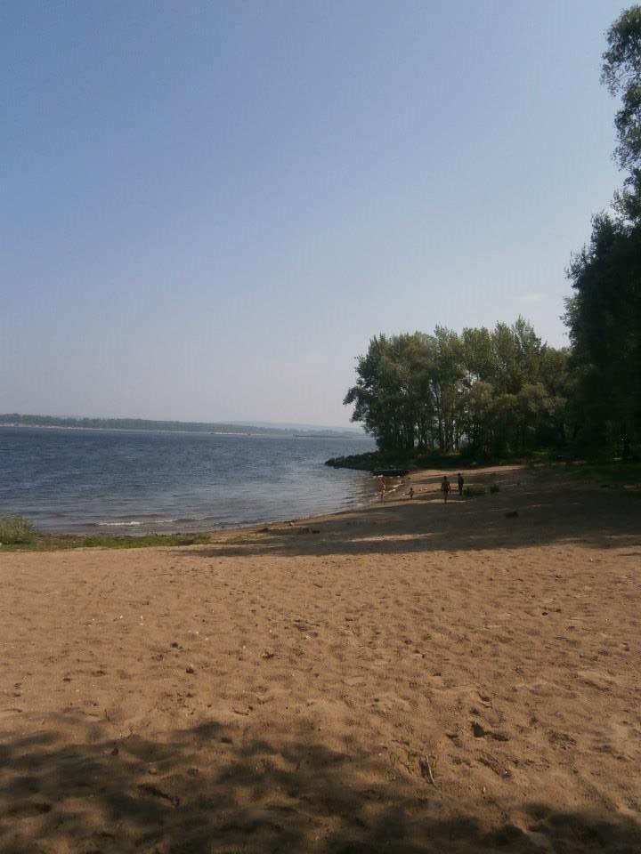 Spiaggetta sulle rive del Volga nella regione delle colline Žiguli