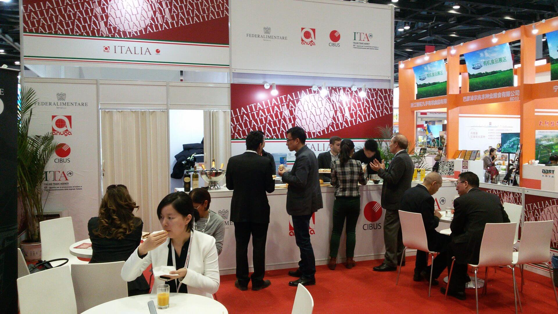 La lounge dell'Area Italia all'interno dell'esposizione