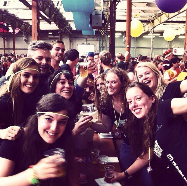 Eva with international students during the beer cantus in the Top week
