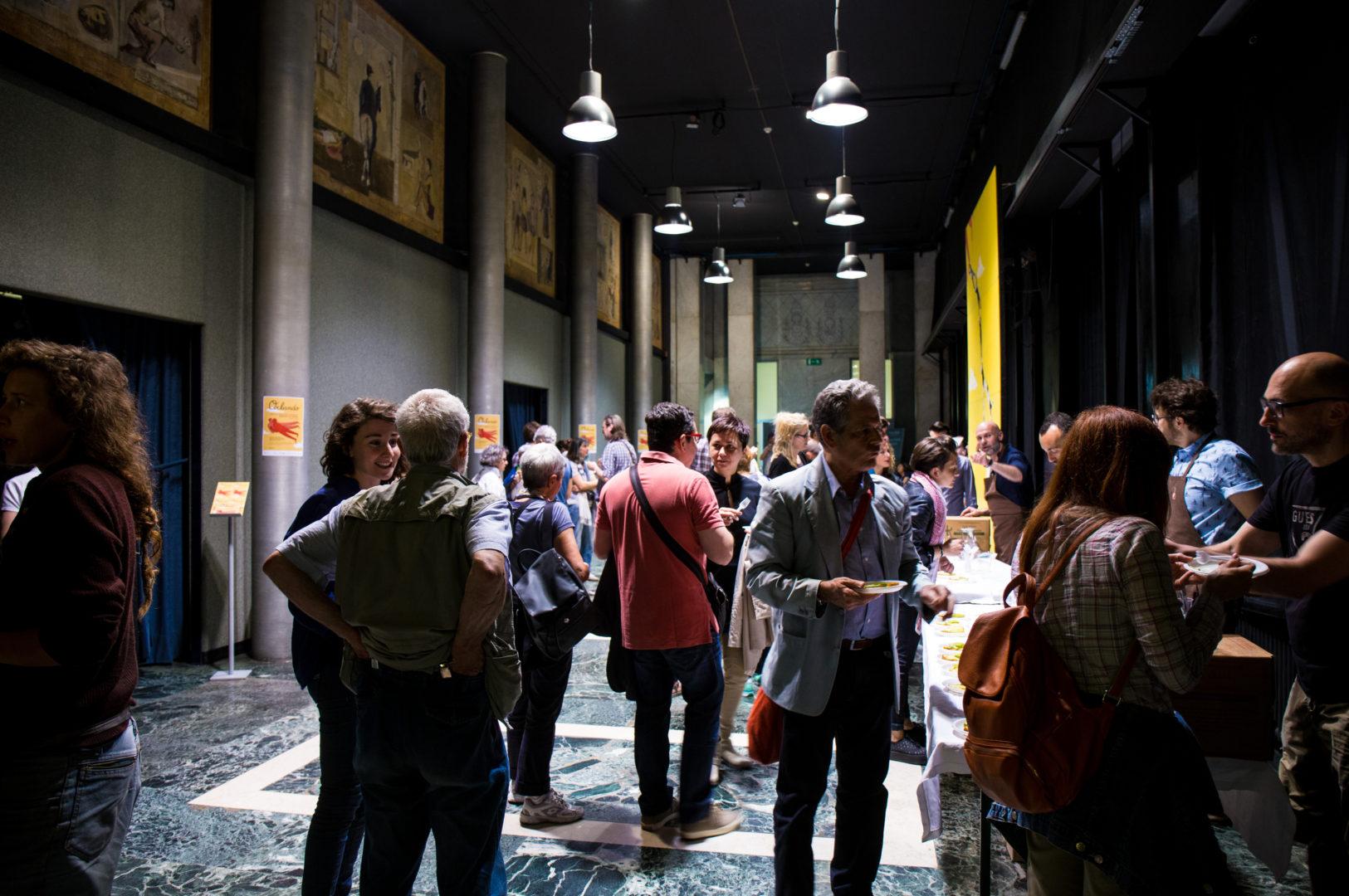 Il foyer è uno dei momenti più importanti, poiché motivo di incontro e di scambio.