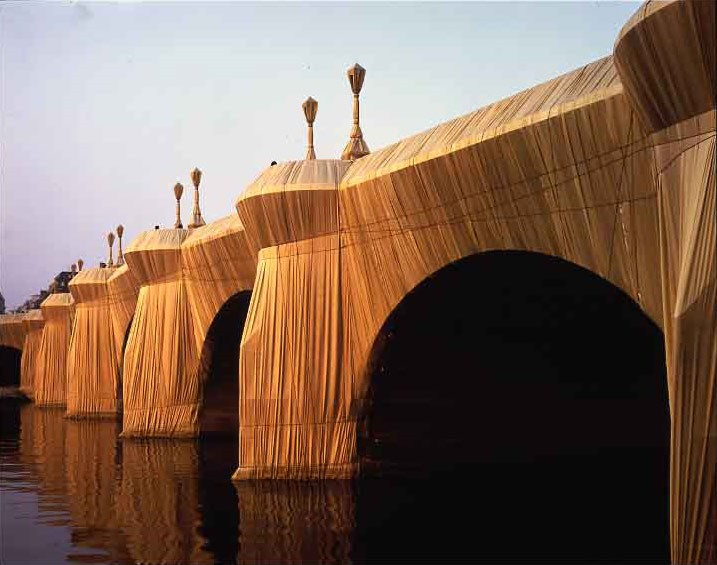 "Christo and Jeanne-Claude, ""The Pont Neuf Wrapped"", Parigi, 1975-1985"
