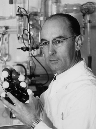 Albert Hofmann with the organicmolecular model of LSD