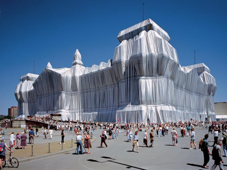 "Christo and Jeanne-Claude, ""Wrapped Reichstag"", Berlino, 1971-95. Photo: Wolfgang Volz."